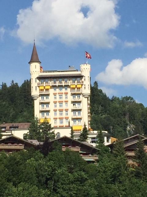 TSRohrdorferberg_Bild Palace Gstaad mit der berühmt berüchtigten White Party